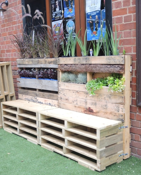 Benches meet Gardens